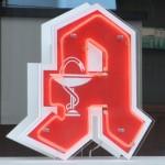 Apothekenzeichen mit rotem A und weißem Rand